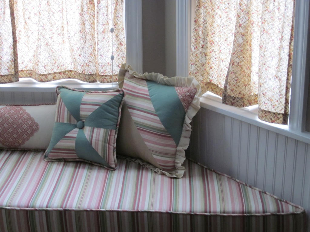 Bay window curtain ideas homified for Curtain ideas for living room 2012